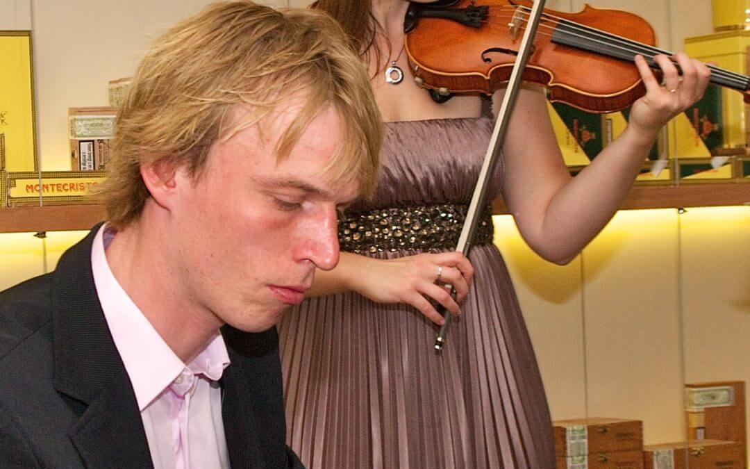 Viool avonturen met Zlata: Vioolspelen in een humidor