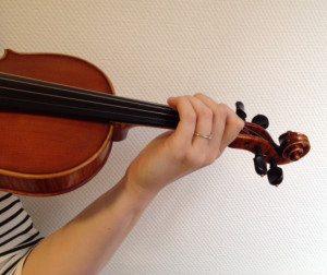 giving hand linkerhandpositie viool
