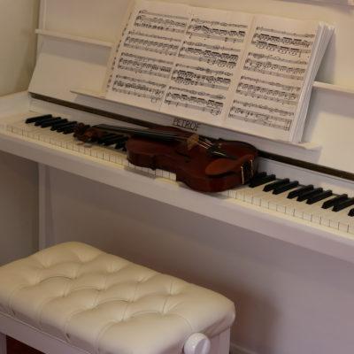 witte petrof piano te koop